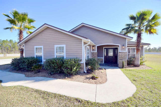 Featured Property in SANDERSON, FL, 32087