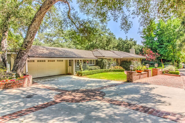 Single Family for Sale at 525 Berkshire Ave La Canada Flintridge, California 91011 United States