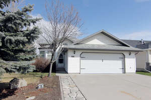 Featured Property in Cochrane, AB T4C 1P9