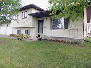 Featured Property in Grande Prairie, AB T8V 3L5