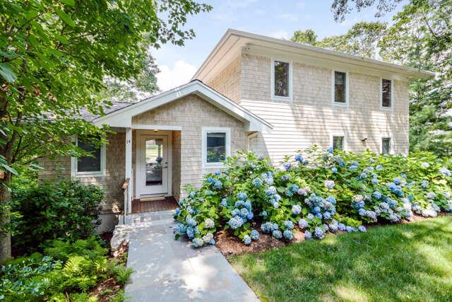 Single Family for Sale at 14 Maker Lane Falmouth, Massachusetts 02540 United States