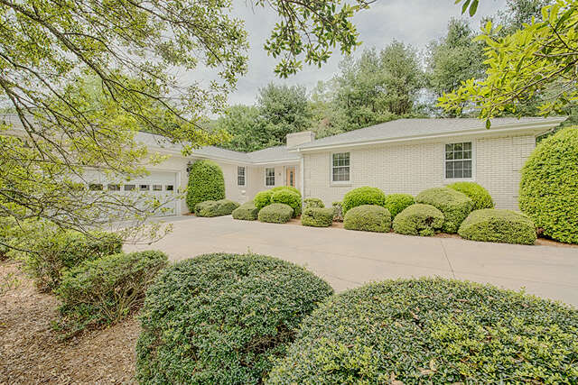 Single Family for Sale at 48 Little Mountain Road Waynesville, North Carolina 28786 United States