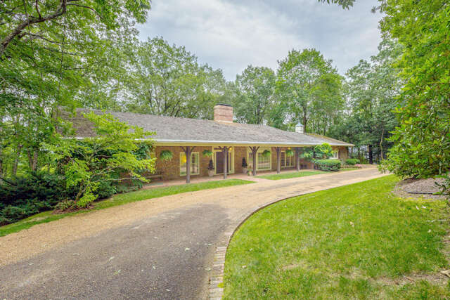 Single Family for Sale at 281 Stephenson Ave Lookout Mountain, Tennessee 37350 United States