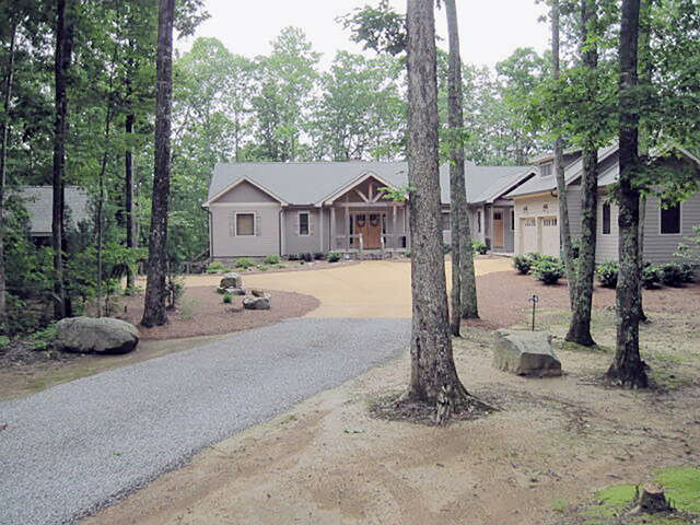 Single Family for Sale at 55 Mountain Farms Rd Signal Mountain, Tennessee 37377 United States