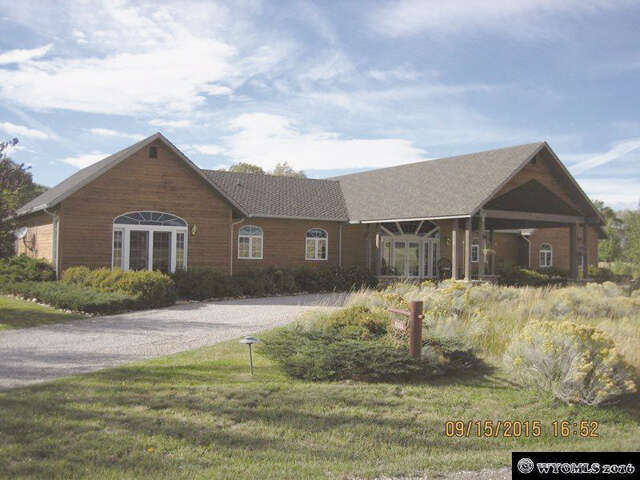 Single Family for Sale at 202 Arapahoe Dr. Saratoga, Wyoming 82331 United States