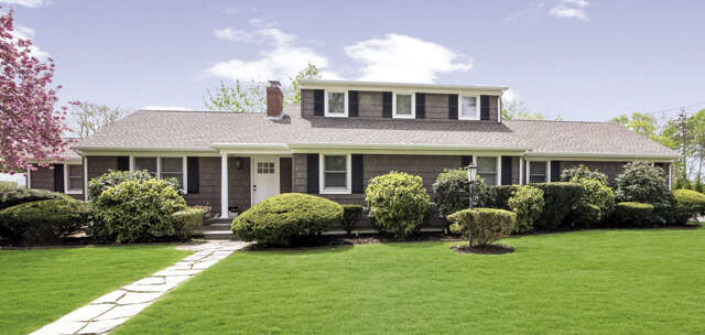 Single Family for Sale at 35 Maple Ln Laurel, New York 11948 United States