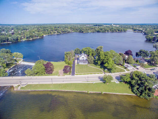 Single Family for Sale at 517 N. Lake Road Oconomowoc, Wisconsin 53066 United States