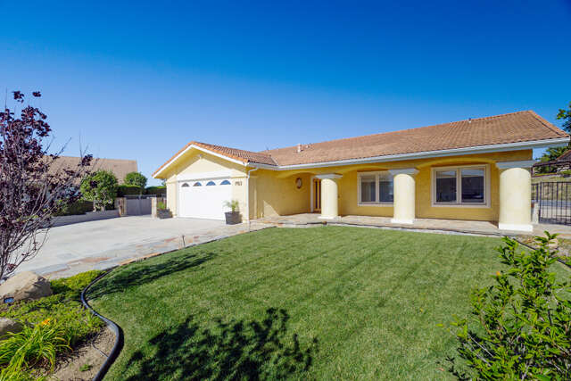 Single Family for Sale at 7153 Ridgecrest Ct Ventura, California 93003 United States