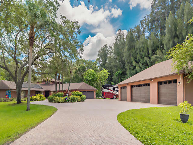 Single Family for Sale at 9655 90th Ave Seminole, Florida 33777 United States