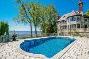 Featured Property in Pointe Claire, QC H9S 5C6