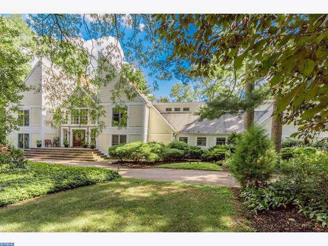 Single Family for Sale at 2 Rosewood Ln Moorestown, New Jersey 08057 United States