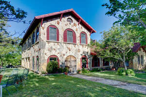 Featured Property in Bandera, TX