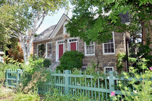 Featured Property in Dundas, ON L9H 2T6