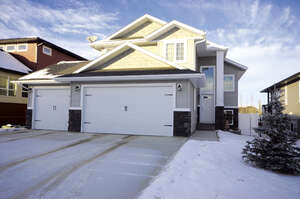 Featured Property in Lacombe, AB T4L 0G3