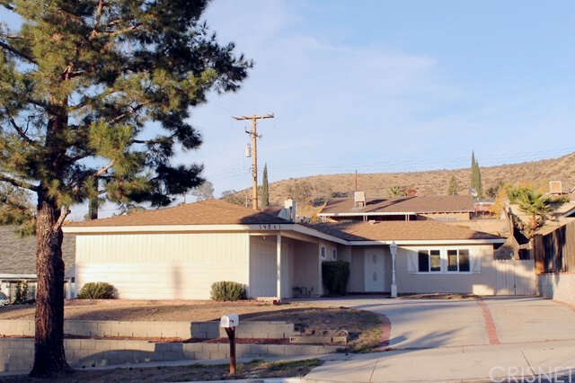 Single Family for Sale at 19861 Ermine Street Canyon Country, California 91351 United States