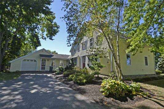Single Family for Sale at 138 Bunker Hill Avenue Stratham, New Hampshire 03885 United States
