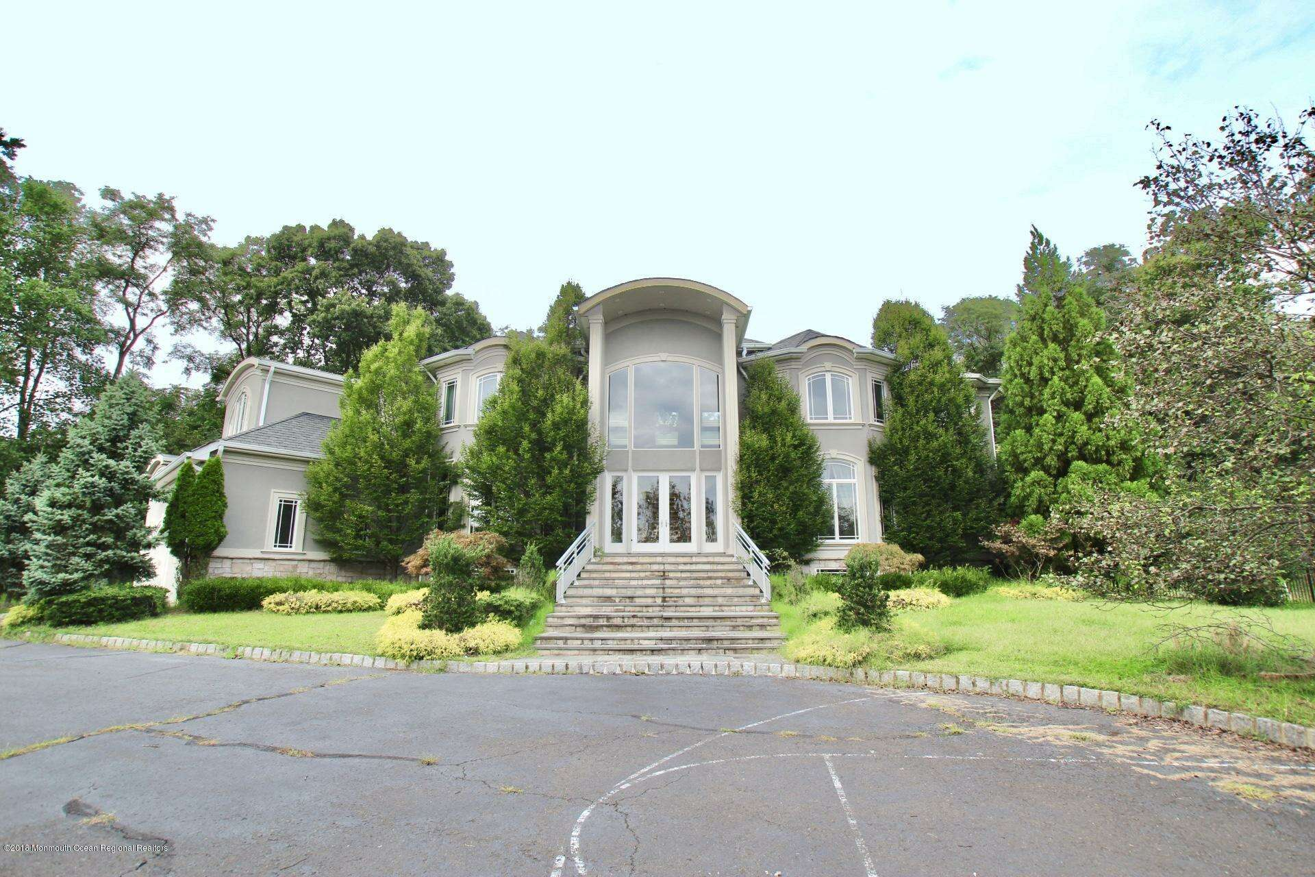 Single Family for Sale at 11 Malvern Road Holmdel, New Jersey 07733 United States