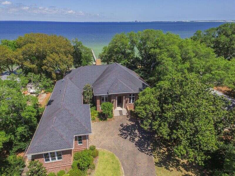 Single Family for Sale at 17 Bay Drive SE Fort Walton Beach, Florida 32548 United States