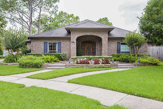 Single Family for Sale at 15706 Pinewood Cove Drive Houston, Texas 77062 United States