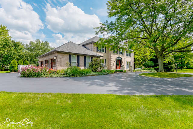 Single Family for Sale at 712 North Concord Drive Woodstock, Illinois 60098 United States