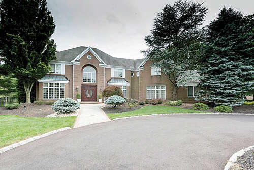 Single Family for Sale at 17 Burgundy Drive Holmdel, New Jersey 07733 United States