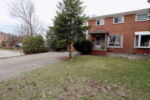 Featured Property in Mississauga, ON L5C 1S6