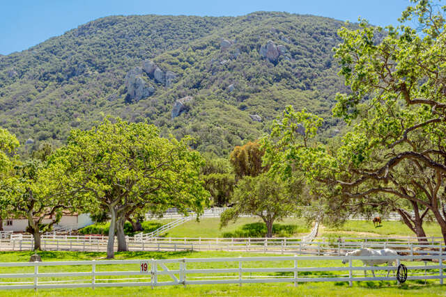 Single Family for Sale at 1753 Hidden Valley Road Thousand Oaks, California 91361 United States