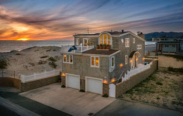 Single Family for Sale at 1085 Driftwood Lane Ventura, California 93001 United States