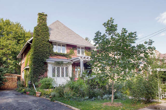 Home Listing at 210 Sherman Ave S, HAMILTON, ON