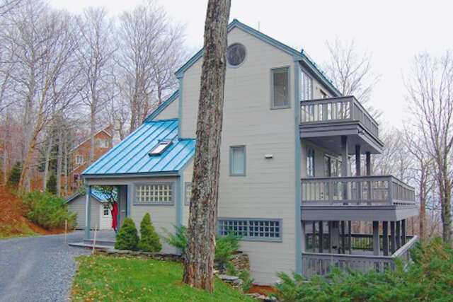 Single Family for Sale at 518 Upper Village Rd Warren, Vermont 05674 United States