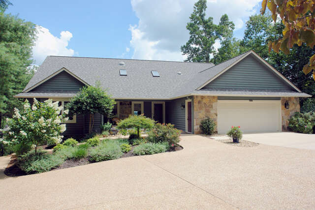 Single Family for Sale at 150 Lynhurst Drive Fairfield Glade, Tennessee 38558 United States