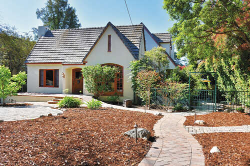 Single Family for Sale at 542 W Montecito Ave Sierra Madre, California 91024 United States