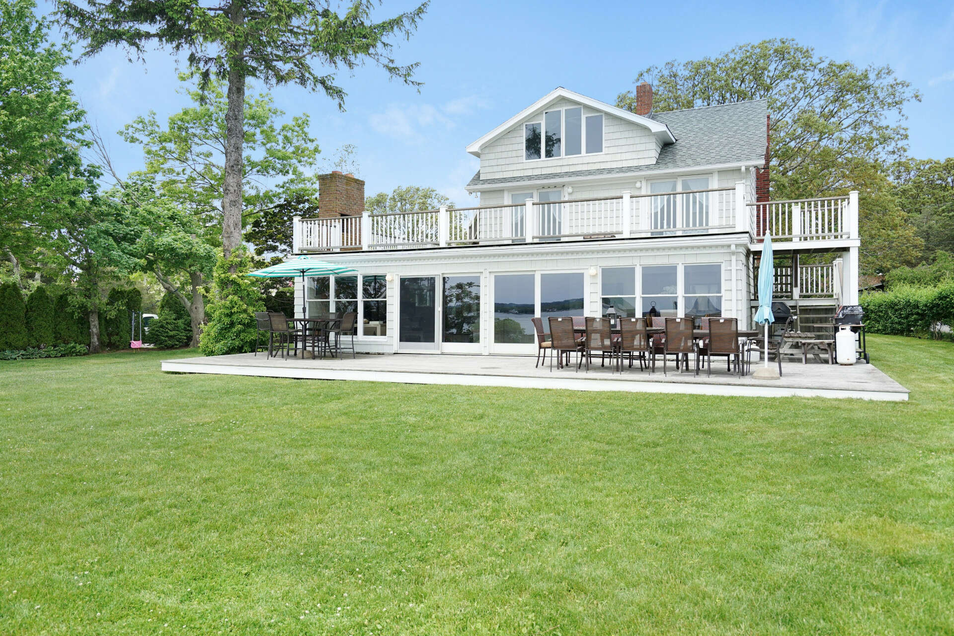 Single Family for Sale at 10 Meeting House Cr Rd Aquebogue, New York 11931 United States