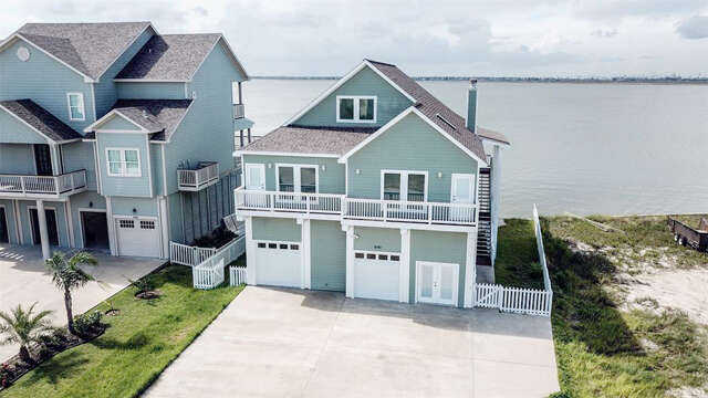 Single Family for Sale at 1640 Windsong Way Tiki Island, Texas 77554 United States