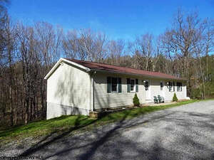 Featured Property in Bruceton Mills, WV 26525