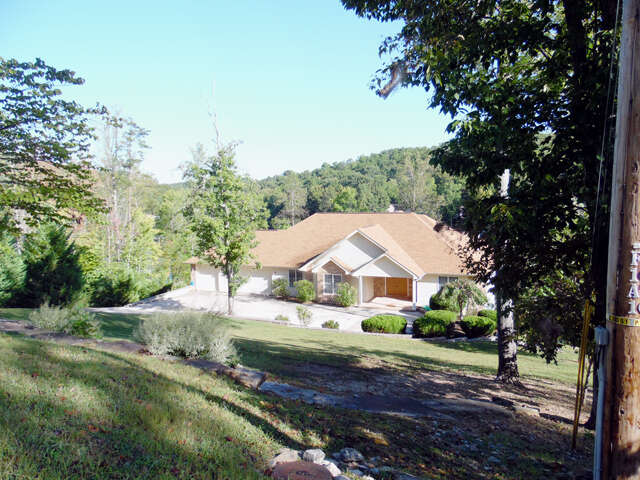 Single Family for Sale at 143 Pineridge Loop Fairfield Glade, Tennessee 38558 United States