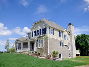 Featured Property in Barrington, IL 60010
