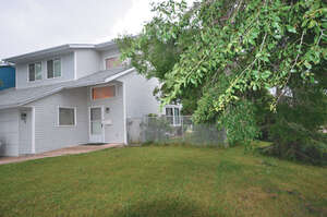 Featured Property in Lacombe, AB T4L 1R1