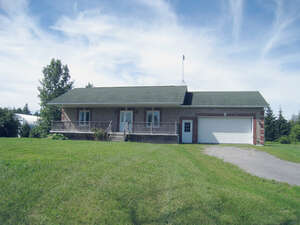 Featured Property in Kemptville, ON K0G 1T0