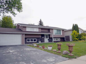 Featured Property in Moose Jaw, SK S6H 6M2
