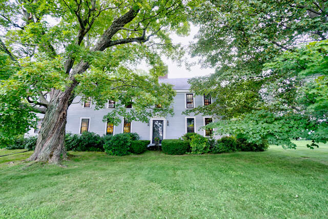 Single Family for Sale at 34 North Road East Kingston, New Hampshire 03827 United States