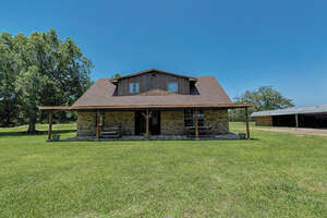 Featured Property in Damon, TX 77430