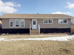 Featured Property in Davidson, SK