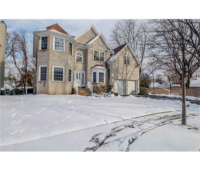 Single Family for Sale at 5 Elizabeth Court Colonia, New Jersey 07067 United States