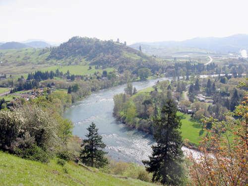 Additional photo for property listing at 2841 Del Rio Rd  Roseburg, Oregon 97471 United States