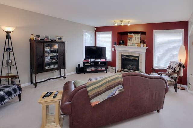 Featured Property in STONY PLAIN, AB, T7Z 2P9