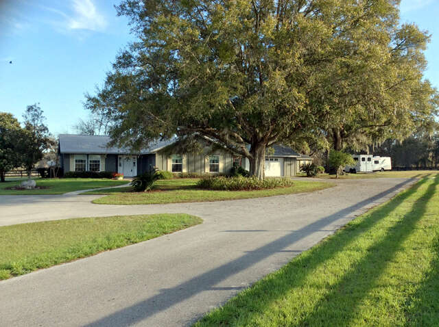 Single Family for Sale at 15353 NW 112 Pl Road Morriston, Florida 32668 United States