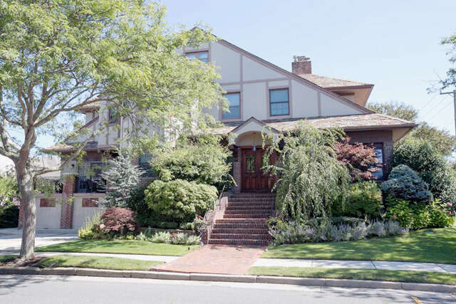 Single Family for Sale at 1 N Derby Ave Ventnor, New Jersey 08406 United States