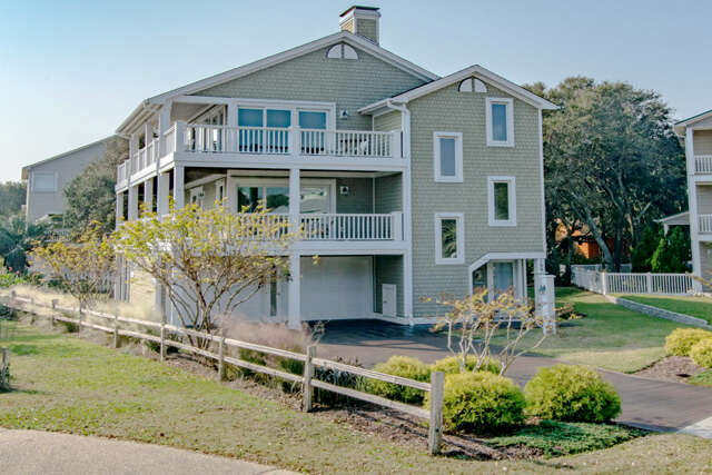 Single Family for Sale at 109 Howards Hill Kure Beach, North Carolina 28449 United States