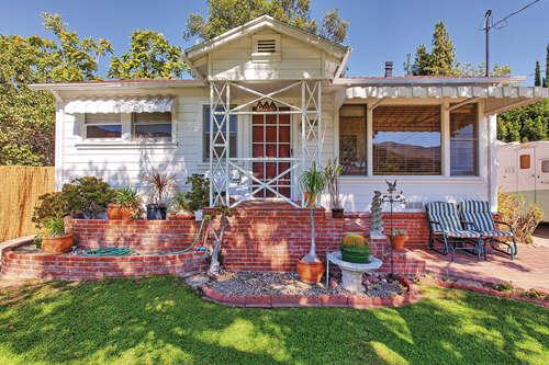 Single Family for Sale at 3029 Hermosa Ave La Crescenta, California 91214 United States